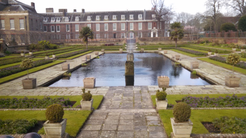 Pond at kensington Palace